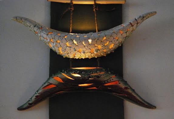Декоративний підвісний підсвічник,2011. Техніка: набивка у форми. Матеріали: шамотна маса, емалі. Додаткові матеріали: шнур, дерево