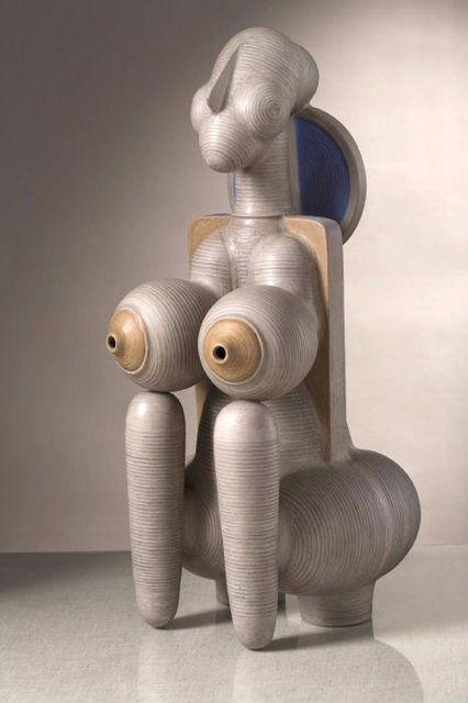 Уляна Ярошевич. Споглядання, 2000. Глина, ангоби. 58x25x21