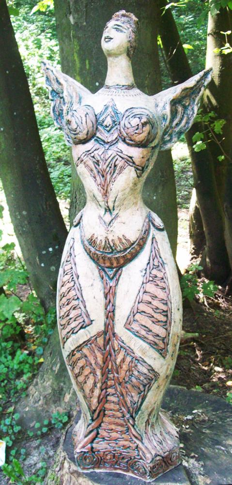 Олександра Магінська-Слободюк. Декоративна скульптура з циклу Феєрії, 2004; шамот, солі, ангоби, поливи