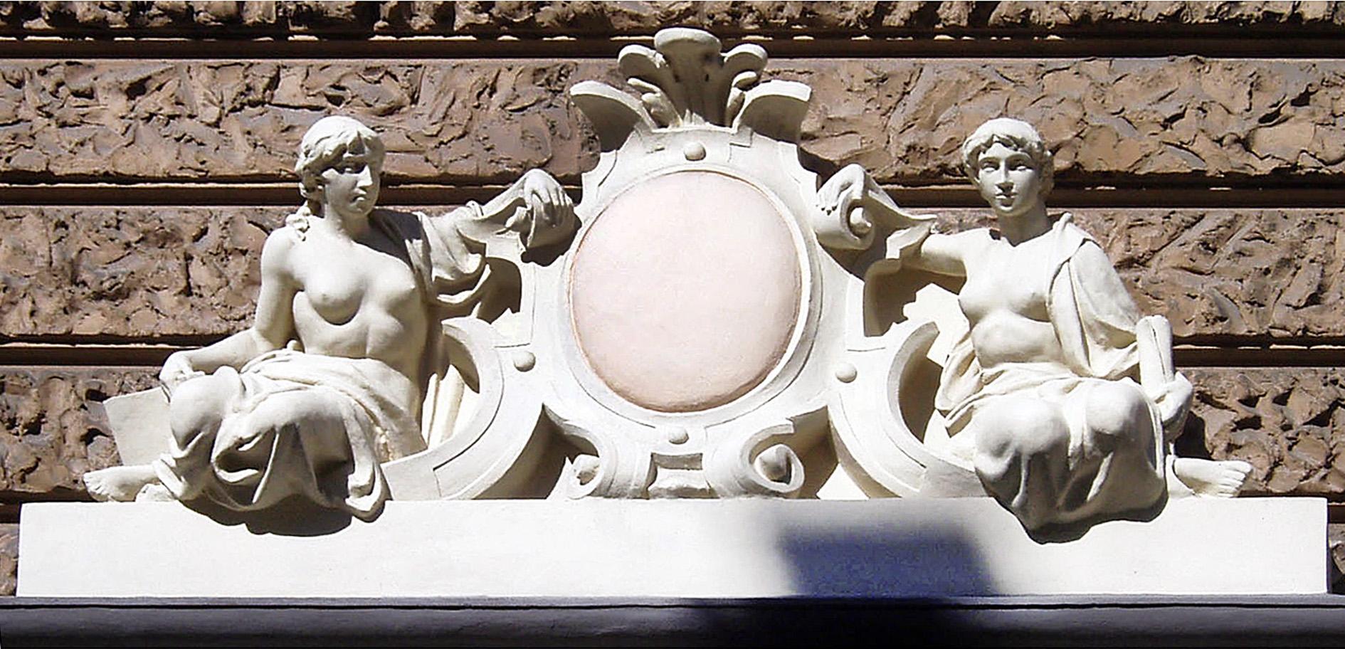 Антон Суліма-Попель. Фігури над порталом в Костюшка, 11, 1903