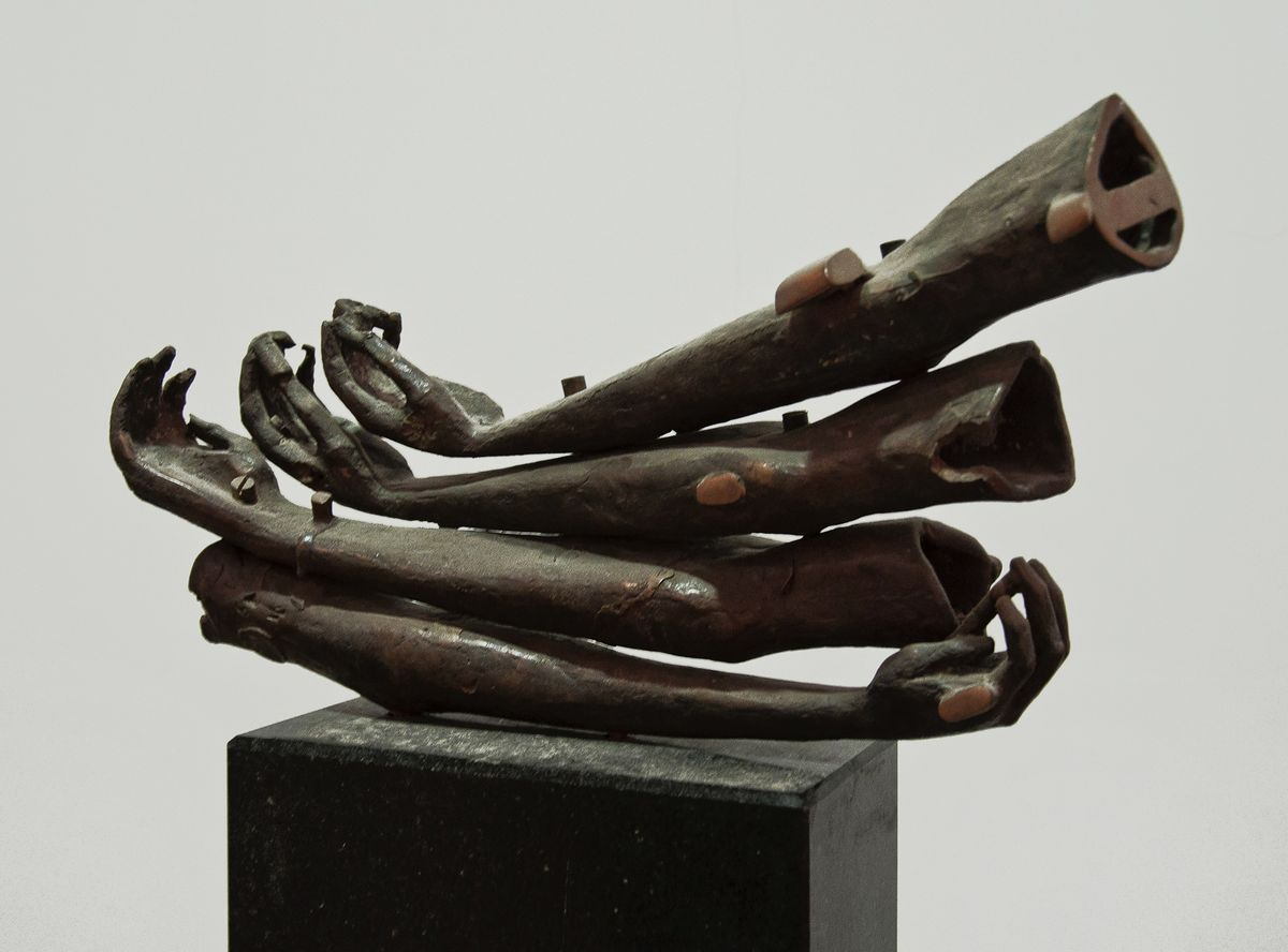 Олег Капустяк. Музейні деталі, 1996. Бронза, граніт