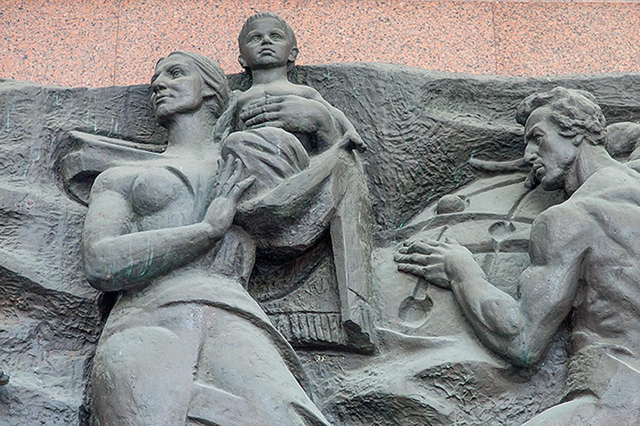 Валентин Борисенко. Рельєфи Українського дому, 1982, Київ