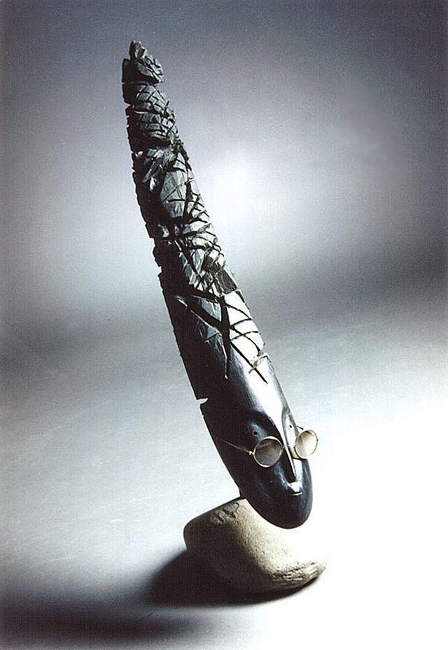 Михайло Вертуозов. Chmoshnitsa, 1997; дерево, метал, камінь, скло