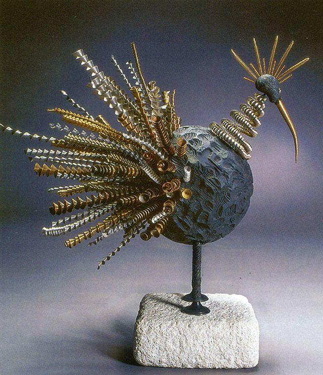 Михайло Вертуозов. Чорний птах, 1996; дерево, метал, камінь