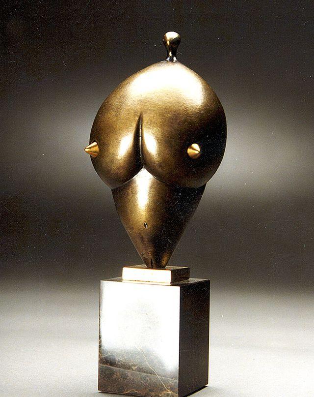 Михайло Вертуозов. Венера, 1998; бронза, мармур