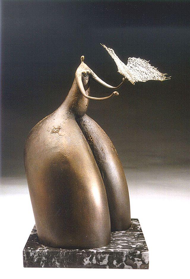 Михайло Вертуозов. Ta, що з метеликом, 1997; бронза, мармур, срібло