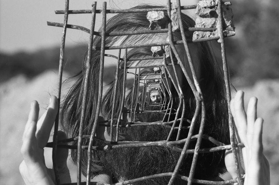 «Лабіринти Аксініна»: ретроспектива культового графіка в НХМУ