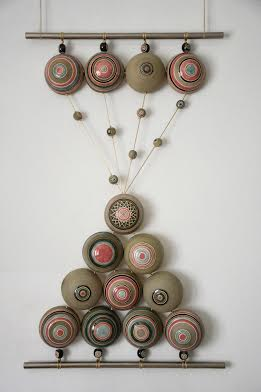 Декоративне панно «Клепсидра», 2014. Техніка: лиття у форми. Матеріали: фаянс, ангоб, емалі, глазурі. Додаткові матеріали: шнур, метал.