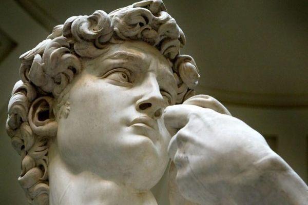 У Давида роботи Мікеланджело підкошуються ноги