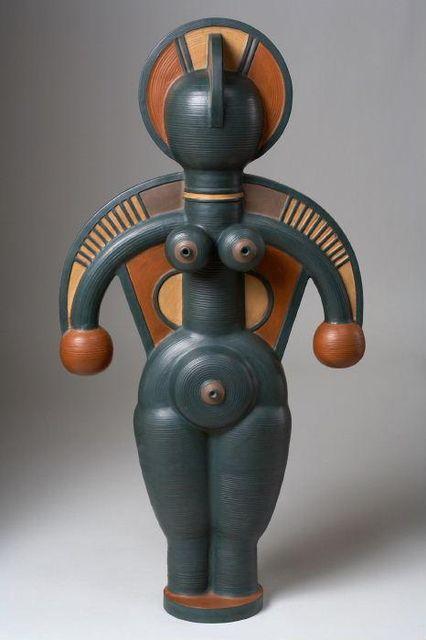 Уляна Ярошевич. Жінка з хусткою, 1998. Глина, ангоби. 88х47х19