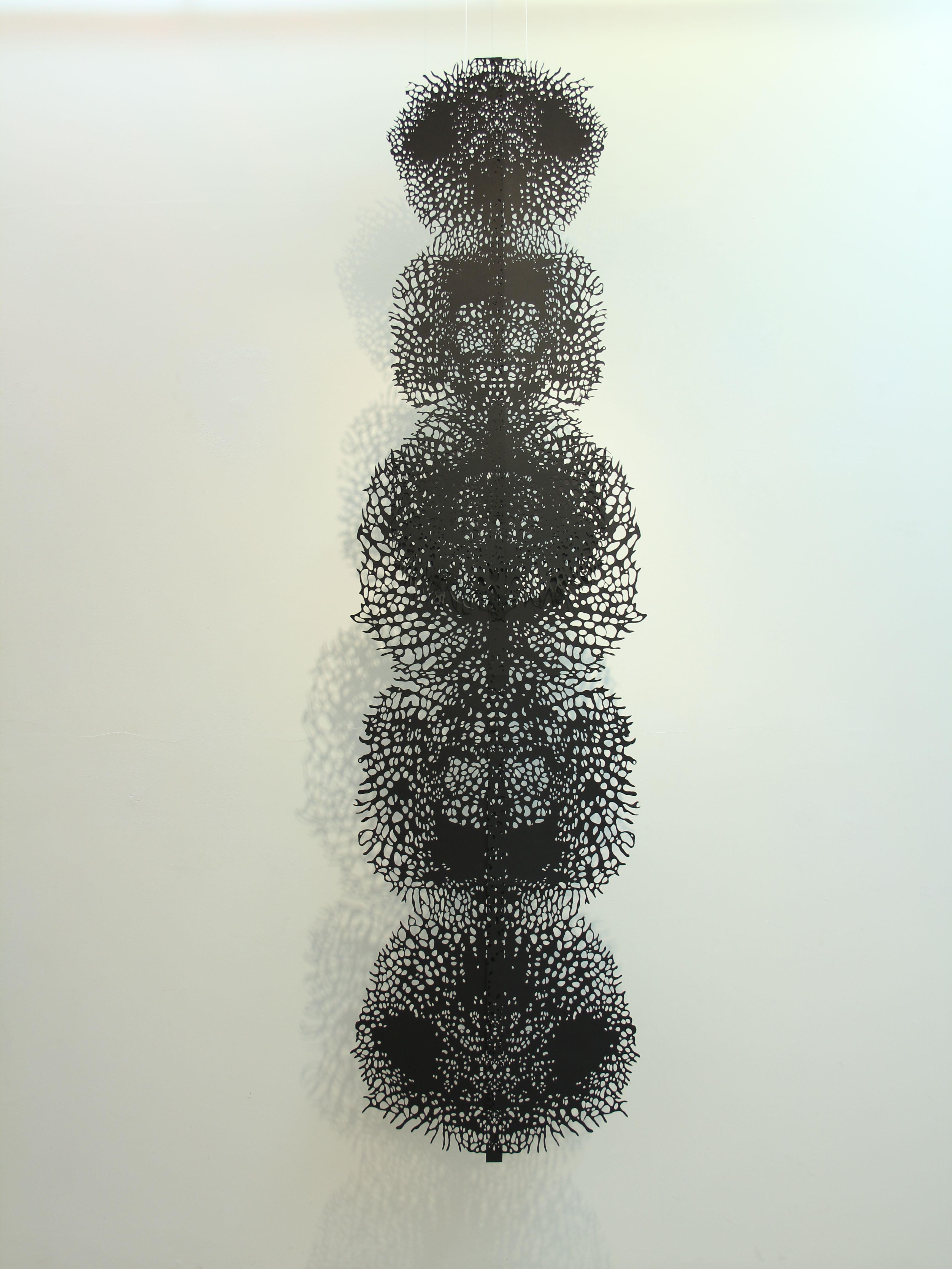Олена Турянська. Рослинне, 2012; папір, витинання, 40х350