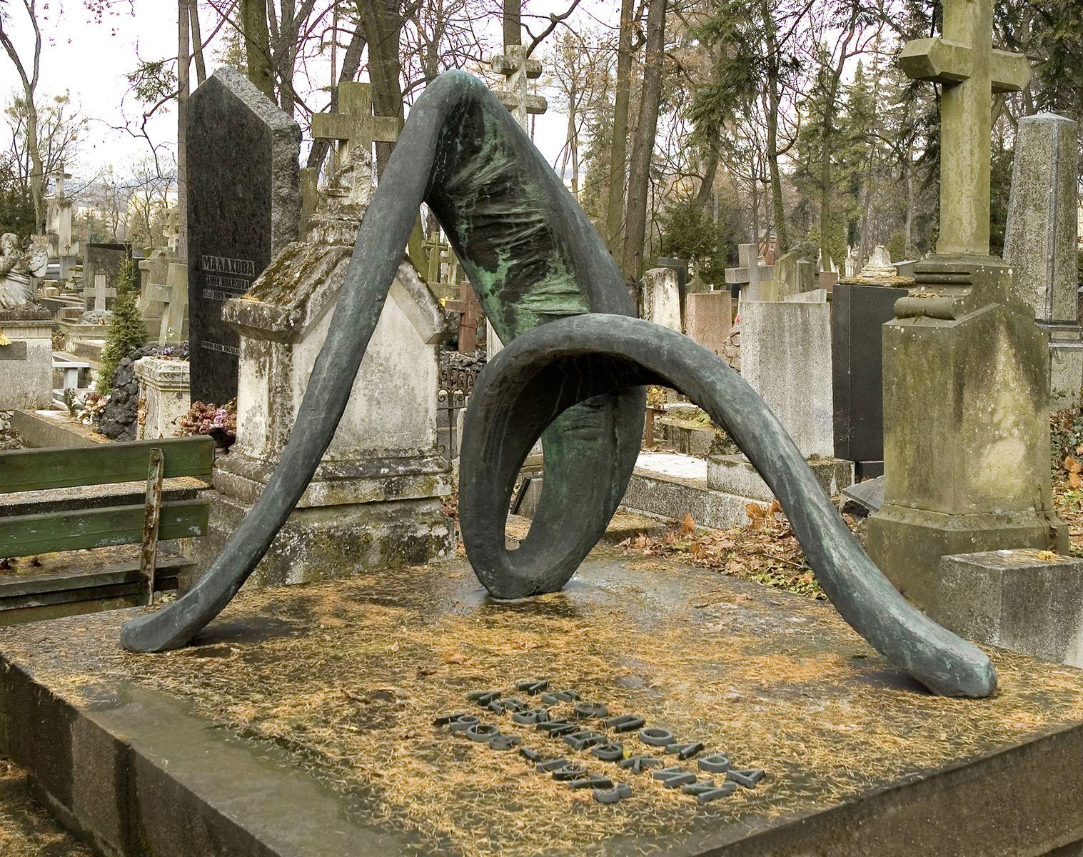 Теодозія Бриж. Пам'ятник Леопольду Левицькому, 1974, бронза
