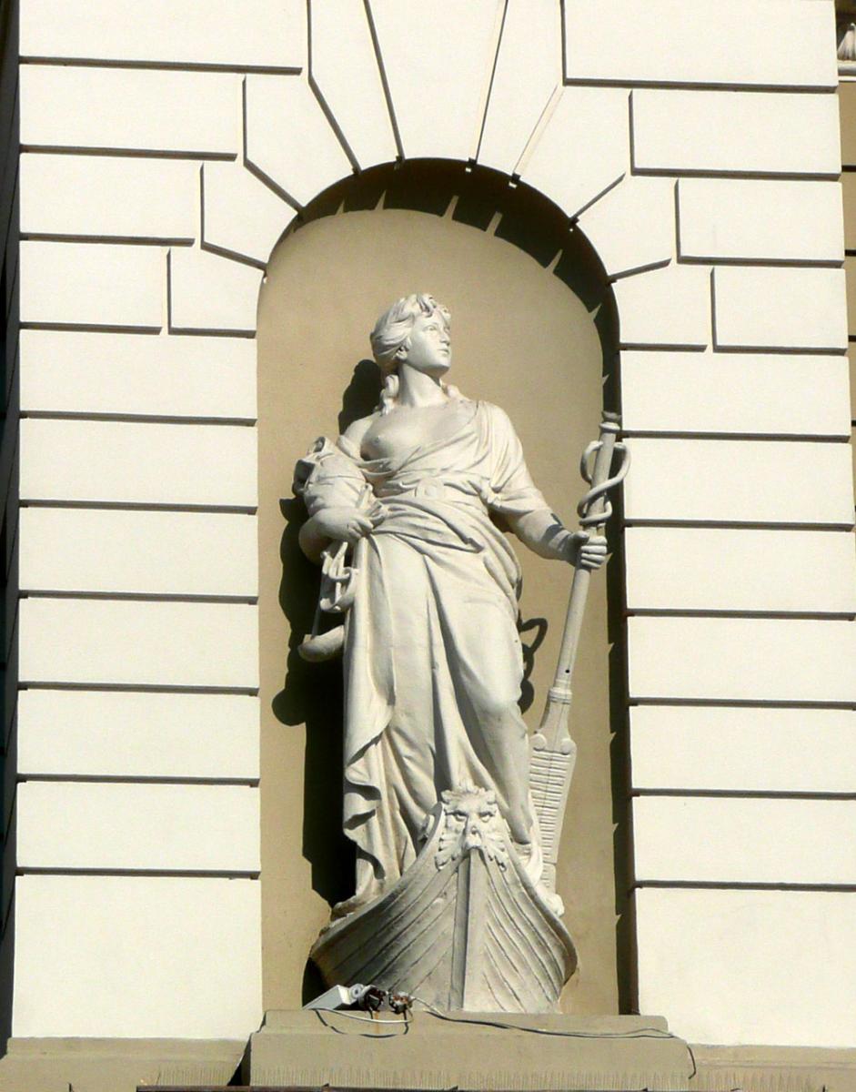 Антон Суліма-Попель. Статуя «Торгівля» (будівля Львівського  вокзалу)