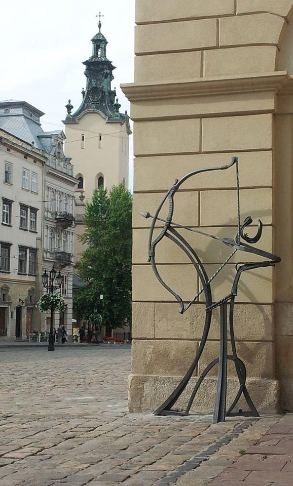 Мирослав Дедишин. Стрілець (біля львівської Ратуші)