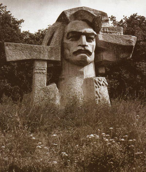 Валентин Борисенко. Олекса Довбуш, с. Печеніжин, 1970, штучний камінь