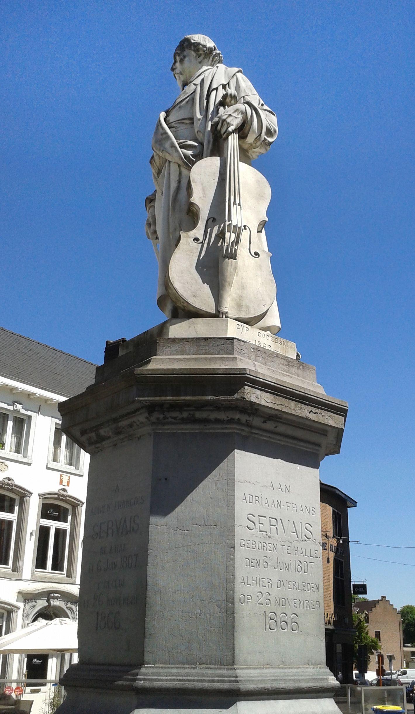 Ципріан Годебський. Статуя Адріана Серве Галл FR