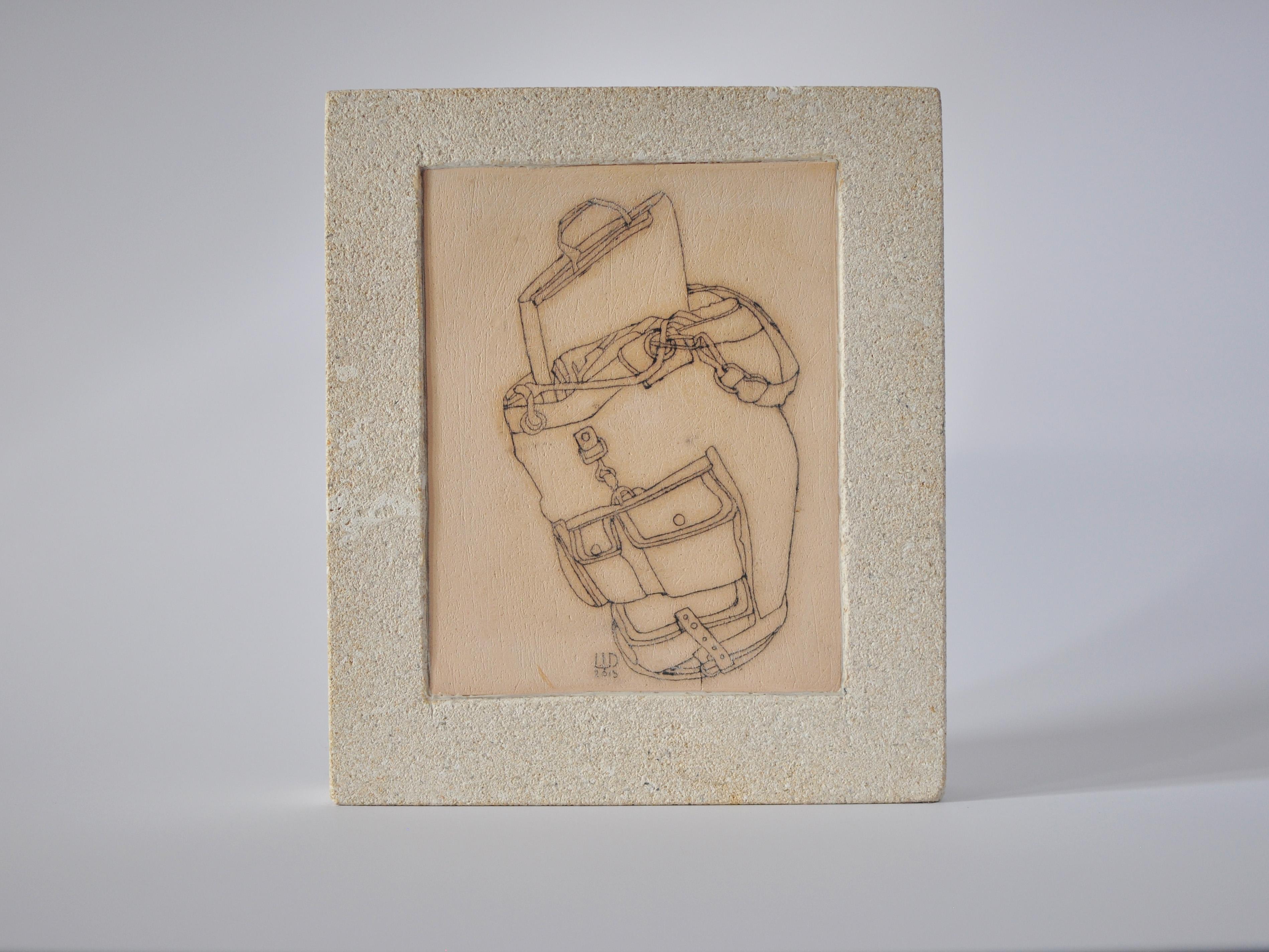 Денис Шиманський. Рюкзак, 2013; кераміка(шамот), вапняк