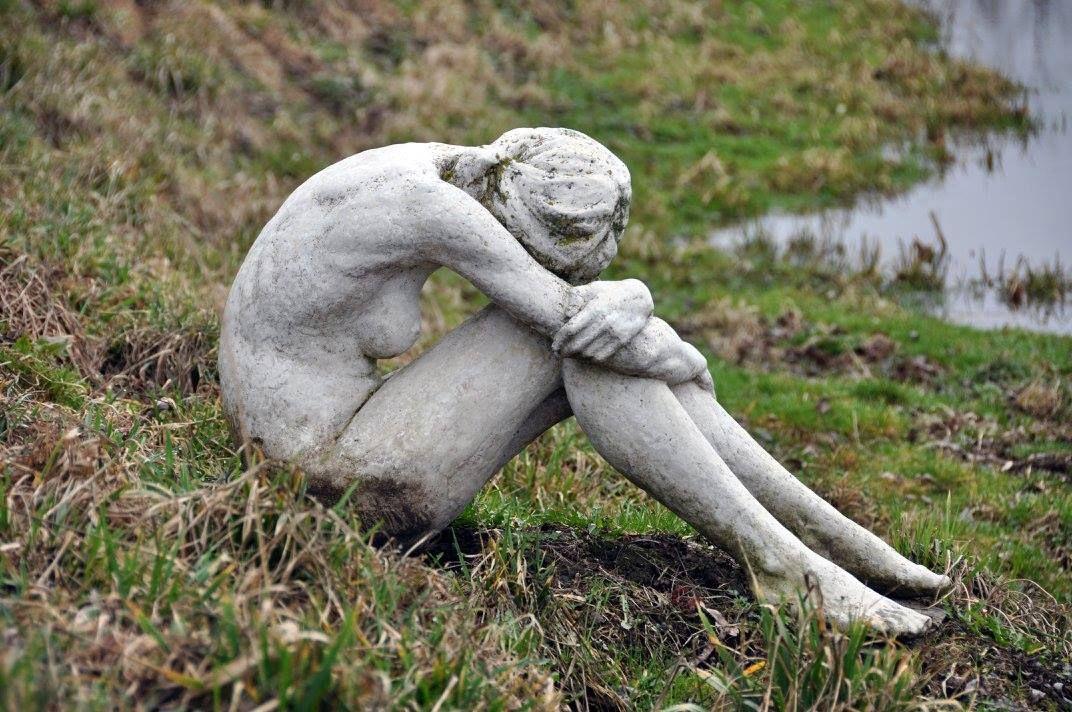 Володимир Семків. Дівчина з обкладинки, 2012; бетон