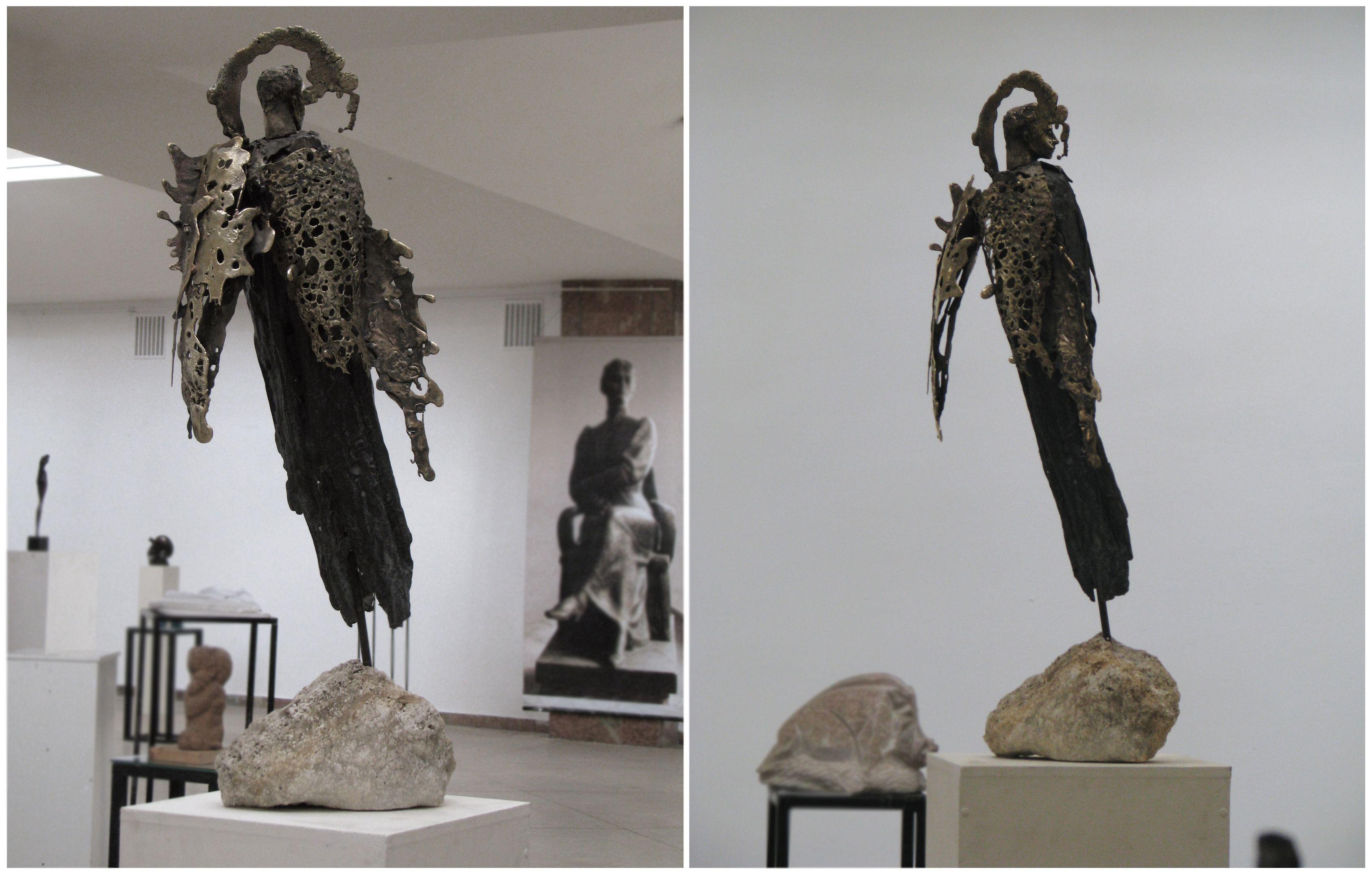 Соломія Гороб'юк. Ангел, 2013; бронза, пісковик, 110х25х20