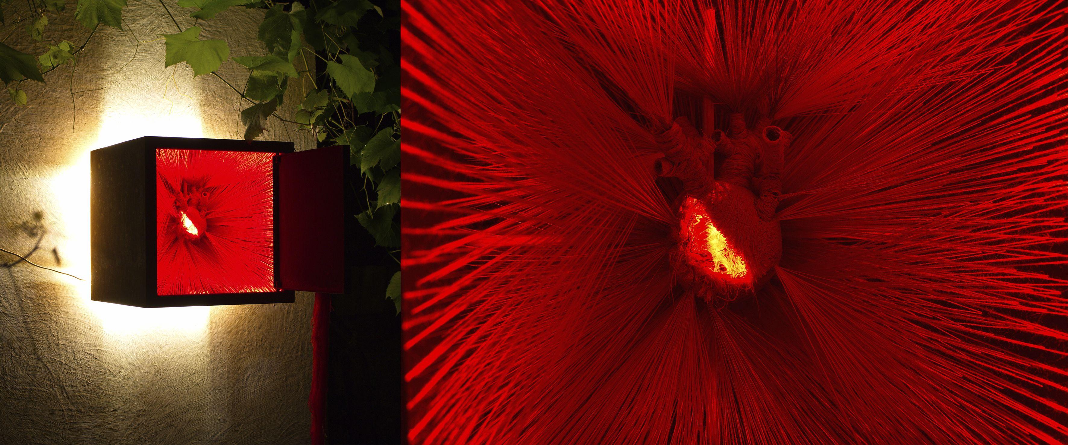 Олена Смага. Табернакль. Транссубстанціація, 2018; інтерактивний об'єкт, залізо, нитки, дерево, ілюмінація, 40х40х40