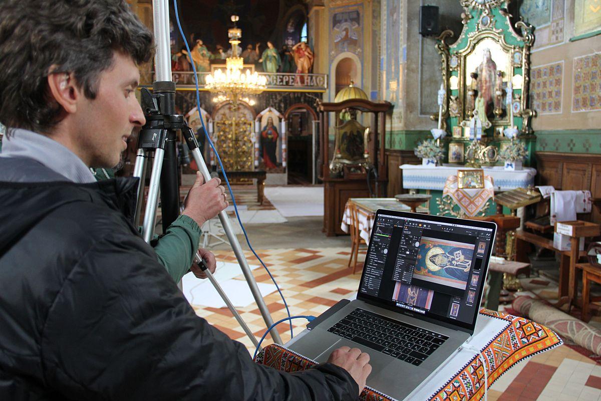Церква Св. Арх. Михаїла у с. Підберізці. Автор фото Роман Зілінко